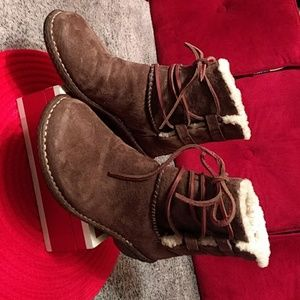 Authentic UUG  suede boots size 8
